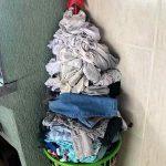 """Tatá Werneck põe estrela em pilha de roupa e anuncia: """"Montei minha árvore"""""""